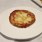 シャトー赤坂 - コンビニの冷凍ピザ並みのサイズ