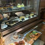 小川珈琲 - ロールケーキのショーケース