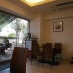 ヴェルデ・レガーロ - 店内、広々~好い雰囲気