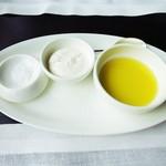 アルヴァ - 発酵ホイップバター、塩、オリーブオイル
