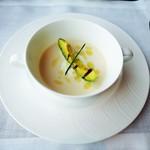 アルヴァ - 北海道産ホワイトコーンの冷製スープ   セルヴェル・ドゥ・カニュとアボカドのグリル