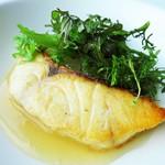 アルヴァ - 尾長鯛のポワレ 沖縄県産赤毛瓜の葛餡仕立て 芥子菜と