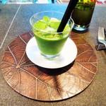 ザ・カフェ by アマン - 契約農家のオーガニック緑野菜と林檎