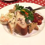 スペインバル Chico 鶴見西口 - 5種の前菜盛り合わせ980円