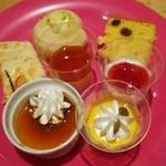 デザート王国 - プリン三種類、杏仁豆腐等