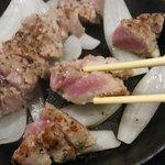 42252051 - ミディアムレアっぽい焼き具合。豚肉なんですが・・・