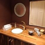祭 - 洗面所もこだわりが見られます♪タイルの鏡がすごくかわいいんです!!