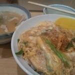 あづま - 親子丼500円+とん汁200円
