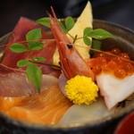夢の蔵 - 料理写真:海鮮チラシ+お蕎麦1100円