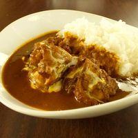 祭 -  saiカレー (チキン)  750円  あっさりの鶏肉に合わせた爽やかなスパイスが特徴。プリっぷりの鶏肉がゴロゴロと入っていますよ♪スープの旨味を直で感じられるカレーです☆【テイクアウトOK】