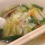 ロジェ・カフェヌードル - 野菜ラーメン。細平麺珍しい。