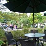 喫茶アービー - 池のほとりです