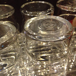 中華そば 葵 - 磨かれたグラスは美しい!