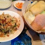 ミス サイゴン - えびせんべいと鶏肉サラダ