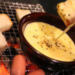 かど屋 - 『チーズフォンデュ』     粗挽きコショウのきいたチーズフォンデュはおひとりでも、カップルでもどうぞ!