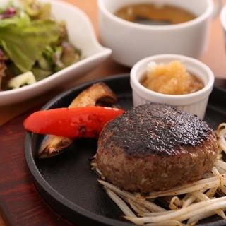 ランチは「黒毛和牛100%」の贅沢ハンバーグ!!