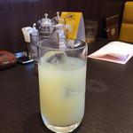 ステーキ。山 - 150925 ランチのグレーツフルーツジュース