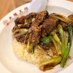 大阪王将 - 「絶品 厚切り肉盛り炒飯」(870円)。期間限定なら3倍いっとくんだったー。