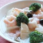 新中国料理 大三元 - 海老と豆腐の塩味煮込み