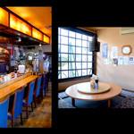 新中国料理 大三元 - 左がカウンター右が円卓 この他にテーブル席が4卓