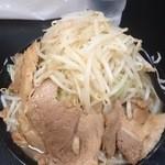 自家製太麺 ドカ盛 マッチョ - ラーメン 並 ¥700-   俯瞰図  2015.9.25