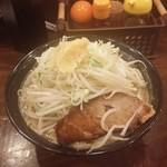 42270507 - ガッツラーメン 醤油 野菜・ニンニク