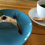ヒラサワ エフ マーケット - ケーキセット…チーズケーキ+コーヒー