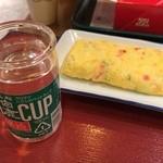 関空食堂 - お酒ワンカップ378円+玉子焼き194円