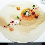 コンヴィヴィアリテ - 信州サーモンのマリネ  燻製ヨーグルトのソルベ、ウォッカの泡