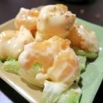 居酒屋とんぼ - エビマヨ¥520 マヨネーズの照りがいいねぇ。 全体的に甘めの味付け