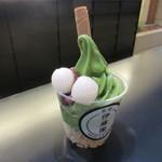 42277502 - 抹茶白玉あずきソフトクリーム 650円