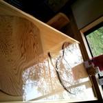きみ恋カフェ - 秋田杉のテーブル ここにもハートが♪