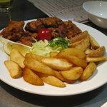 アンサー - 鶏の唐揚げとフライドポテト