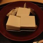 かどのや - 名物の湯豆腐
