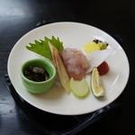 瑠璃京 - 料理写真:前菜その1;鱧刺し、鱧の皮焼き