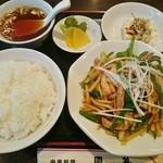 周礼 - 青椒肉絲定食 800円