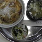 丸とし - ソースかつ丼(真上)