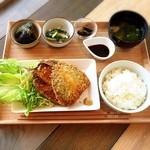 鎌倉お昼ごはん - 参考までにお店からのアジフライ定食の写真