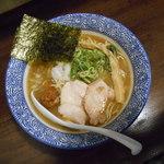 和伊まる - 濃厚煮干鶏白湯そば<醤油>
