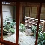 冨月 - 中庭