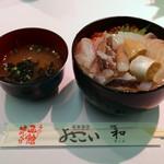 函館朝市 栄屋 よさこい食堂 - 活いか栄屋丼(いくら)