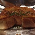 広島お好み焼き 巧房 - ガーリックトースト。
