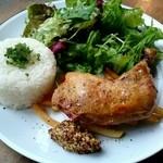 アナログ カフェ ラウンジ トーキョー - 『骨付き鶏もも肉のコンフィ フレンチフライ添え』ドリンク付¥1000-