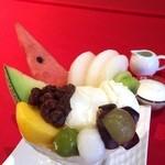 吾妻茶寮 - 季節フルーツのクリームあんみつパフェ