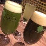 GREEN TEA RESTAURANT 1899 - 左から抹茶ビール、奥が和カクテル、右が抹茶黒ビール