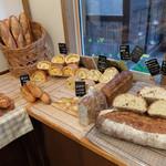 コンプレ堂 - 201509 色んな種類のパンがあってどれも安い