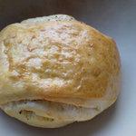 ラ・ファリネッラ - チーズとサラミが入ったパン