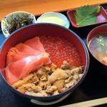 かにや - 三色丼(3000円)
