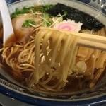 すなお軒 - 醤油中華そば(700円)麺リフト