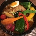 奥芝商店 白石オッケー丸 - 骨付き鶏カリと野菜のカリー、1200円です。